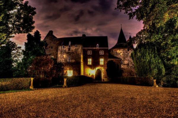 Kasteel Horn by Night